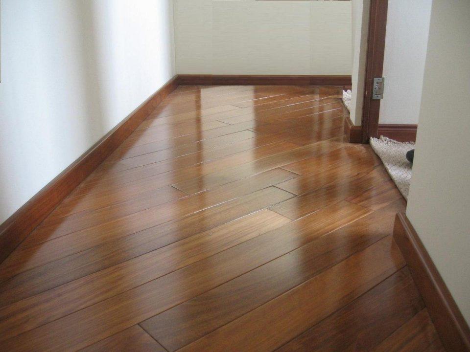 Advantages of Hardwood floors, Laminate flooring and Vinyl flooring