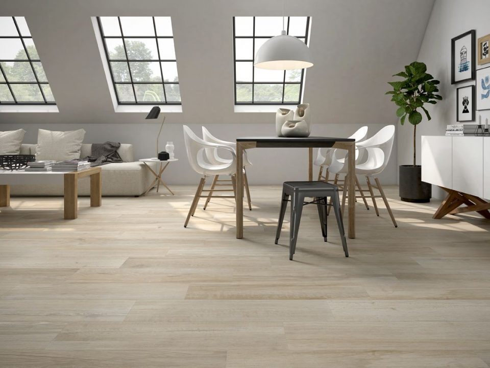 Liquidation flooring in Mission Hills
